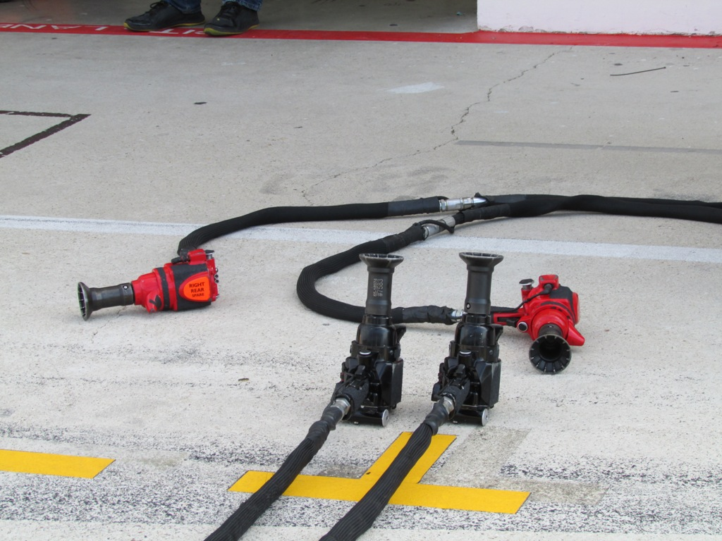 Design of car jack - Each Team Customises Its Own Wheel Guns Paoli Are A Key Supplier For Many Teams Although I Beleive Mclaren Develop Their Own Each Corner Fo The Car Gets
